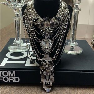 Jewelry - Showstopper necklace